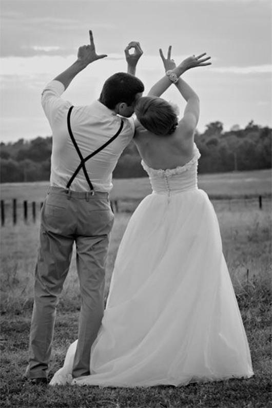 19a118d83a Escribiendo palabras con los dedos de las manos (Love). 30 ideas para hacer  fotos de bodas ...