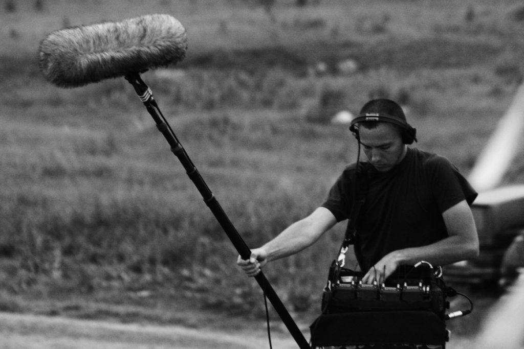 Konstantin Kuznetsov grabando sonido en Kazakhfilm Studios