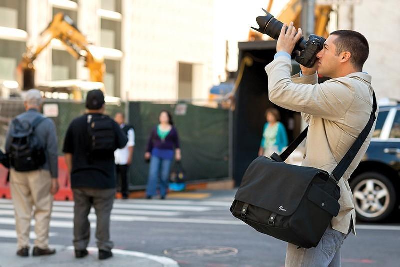 Para hacer buenas fotos de vacaciones, elige una bolsa adecuada que te permita llevar lo necesario