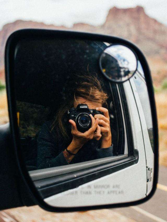 Enseñar el paisaje característico a partir de una foto desde el espejo retrovisor