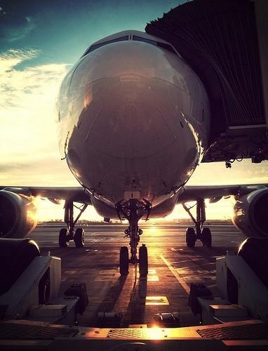 Una última mirada al morro del avión para despedirte de tus vacaciones