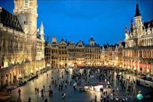 Cómo hacer fotos de viaje sin que parezcan una postal: postal de Bruselas