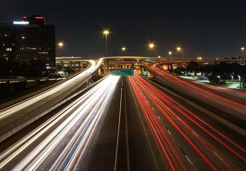Fotografía nocturna urbana por Kurt Steiss