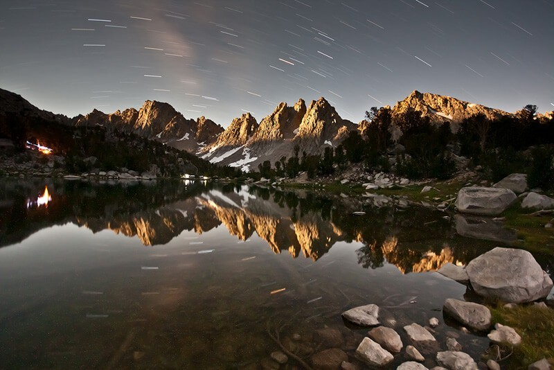 30 increíbles fotos de estrellas en el cielo para inspirarte: Kearsarge Pinnacles by Moonlight de Jeff P