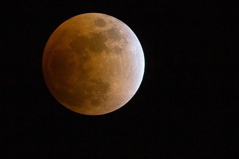 Luna roja, por Tim Kelley