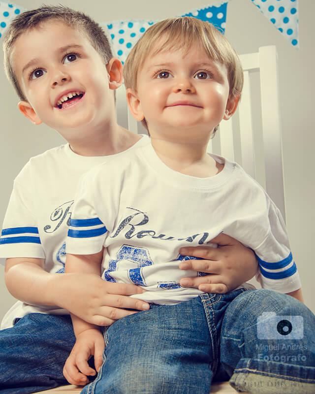 12 consejos infalibles para fotografiar niños en una sesión: coge práctica fotografiando a los tuyos