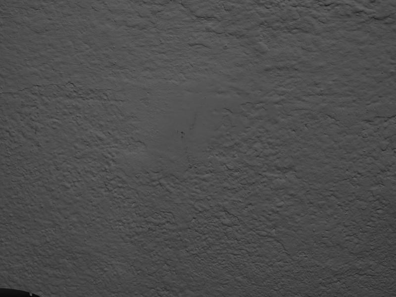 L'exposimètre : qu'est-ce que c'est et comment utiliser les modes de mesure d'exposition ? Mur blanc sous-exposé