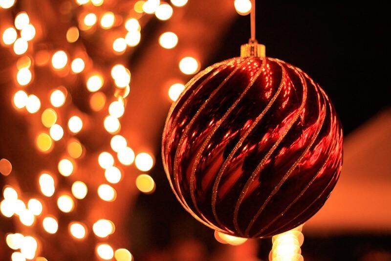 Cómo hacer un bokeh navideño. Foto: Gabe Popa