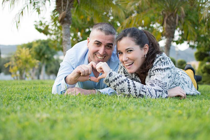 Poses para sesiones fotográficas románticas