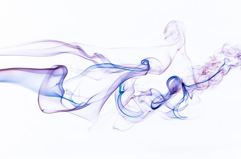 14 idées originales pour prendre des photos chez soi : fumée colorée sur Photoshop