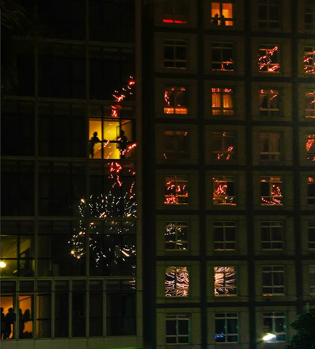 Photographier les feux d'artifice : un reflet intéressant