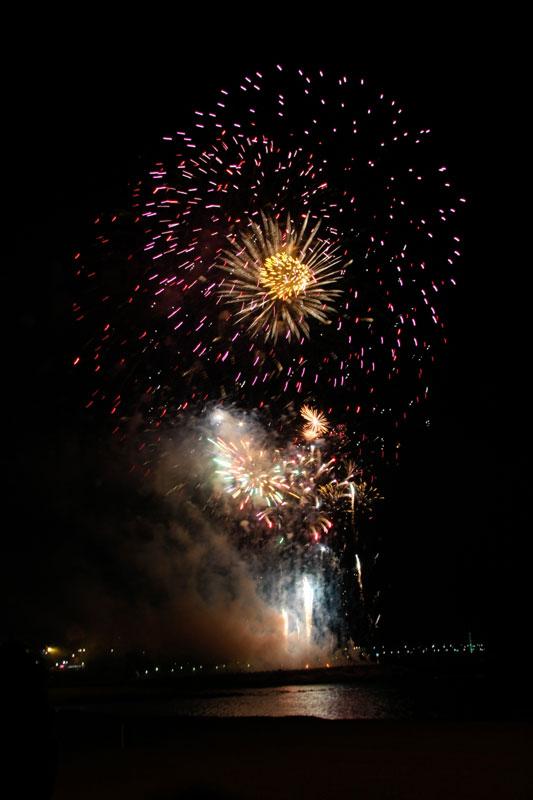 Composición de fotos de fuegos artificiales