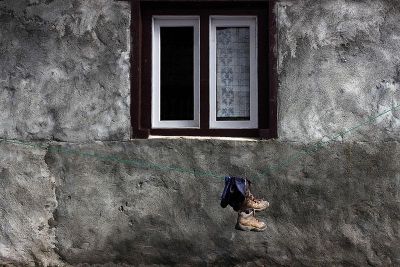 Comment préparer un voyage photo : chaussures de randonnées © Dani Vottero