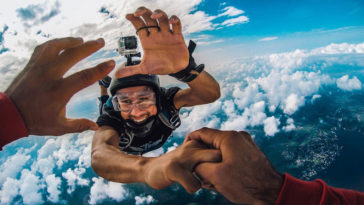 Montura adhesiva para casco GoPro
