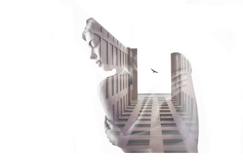 Double exposition avec des bâtiments