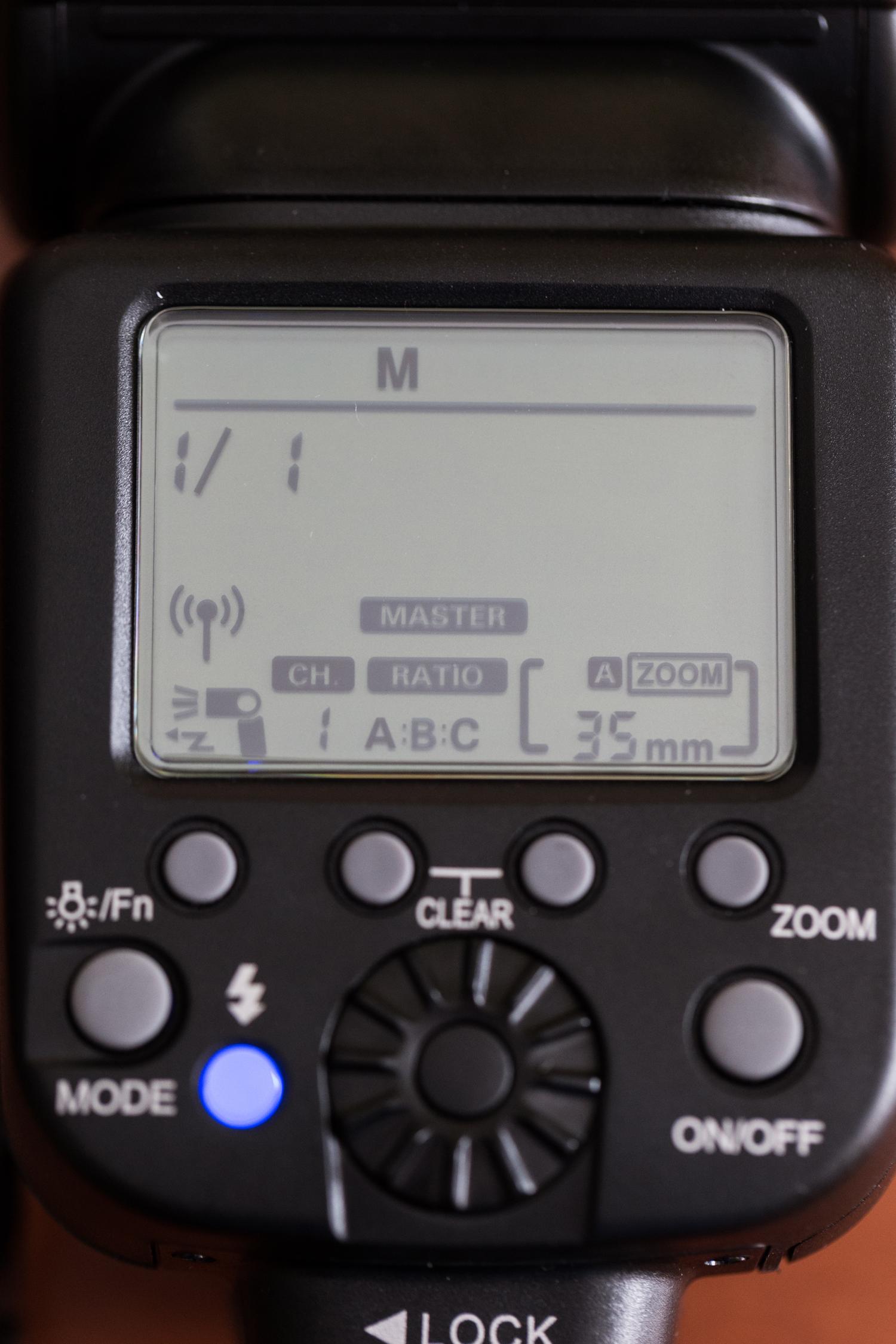 Configuración Maestro por Radio Frecuencia con configuración manual en los grupos A,B y C. Manual 1/1 en el Master y Destello Activado