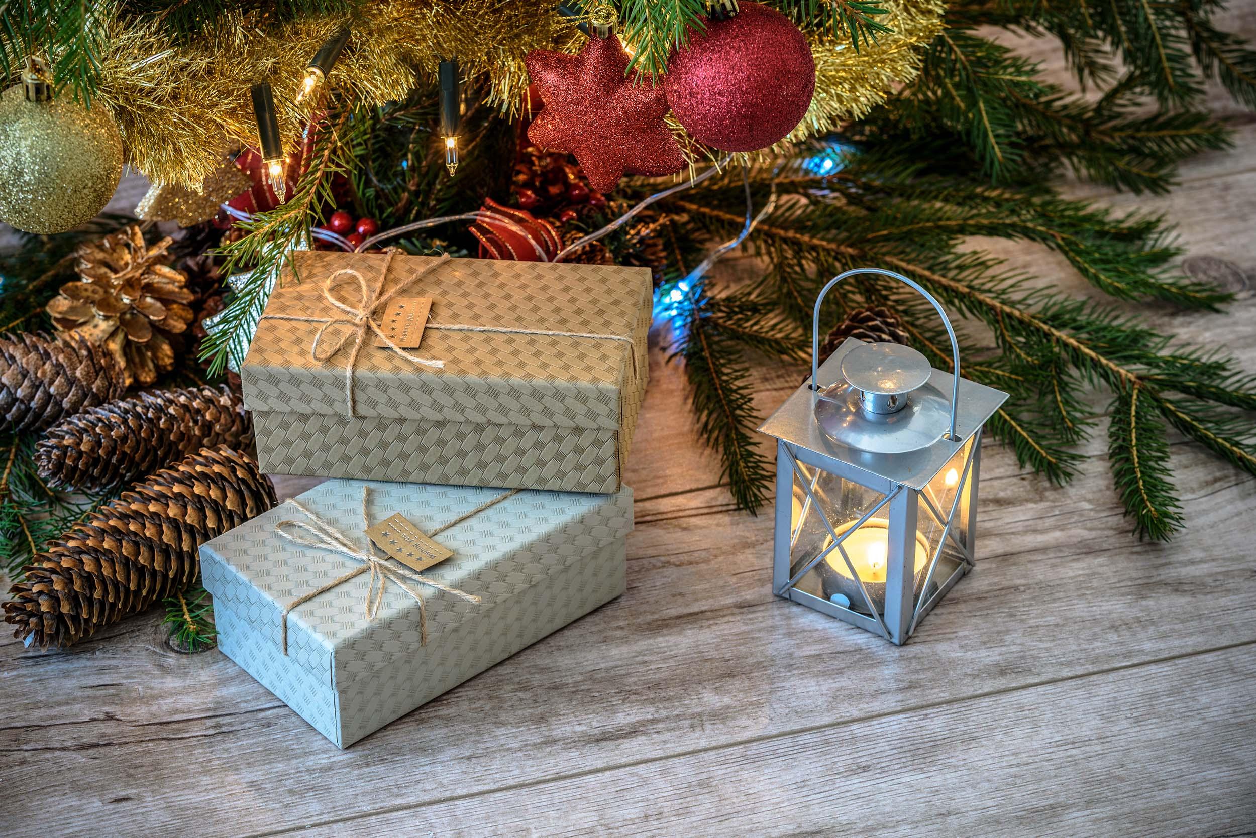 Photographier un sapin de Noël et les cadeaux
