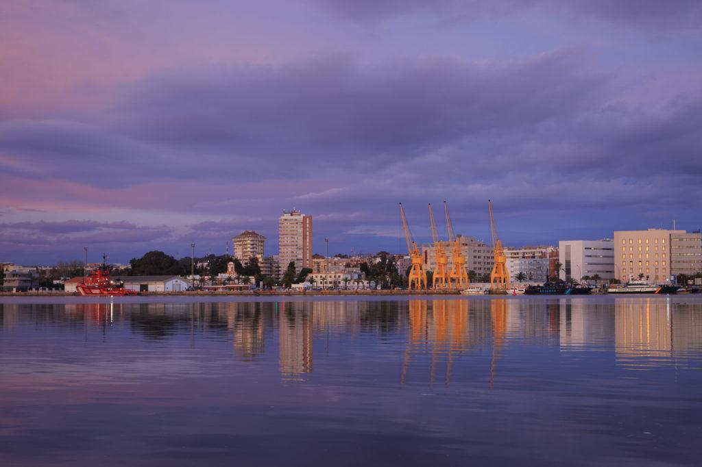 Teleobjetivo en fotografía de paisajes: Skyline de Huelva