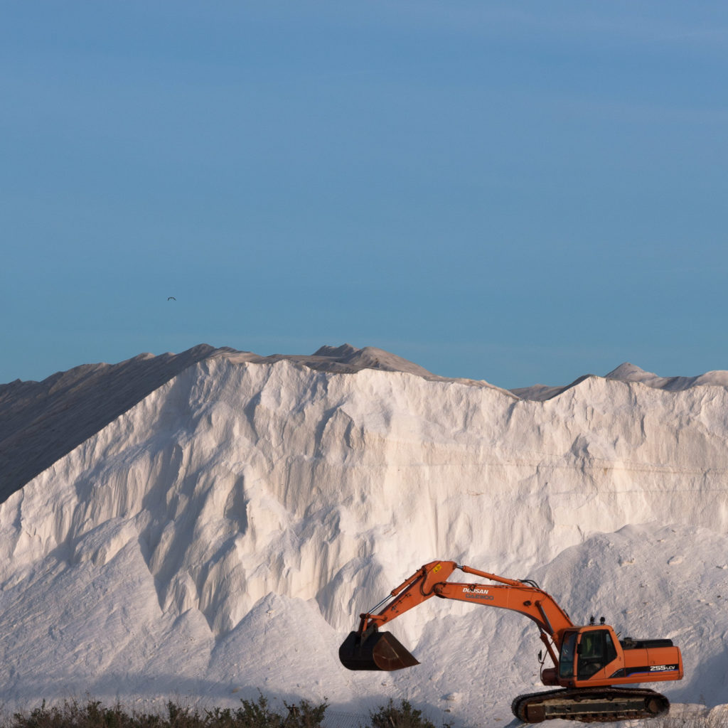 Teleobjetivo en fotografía de paisajes: Abstracción de montaña de sal