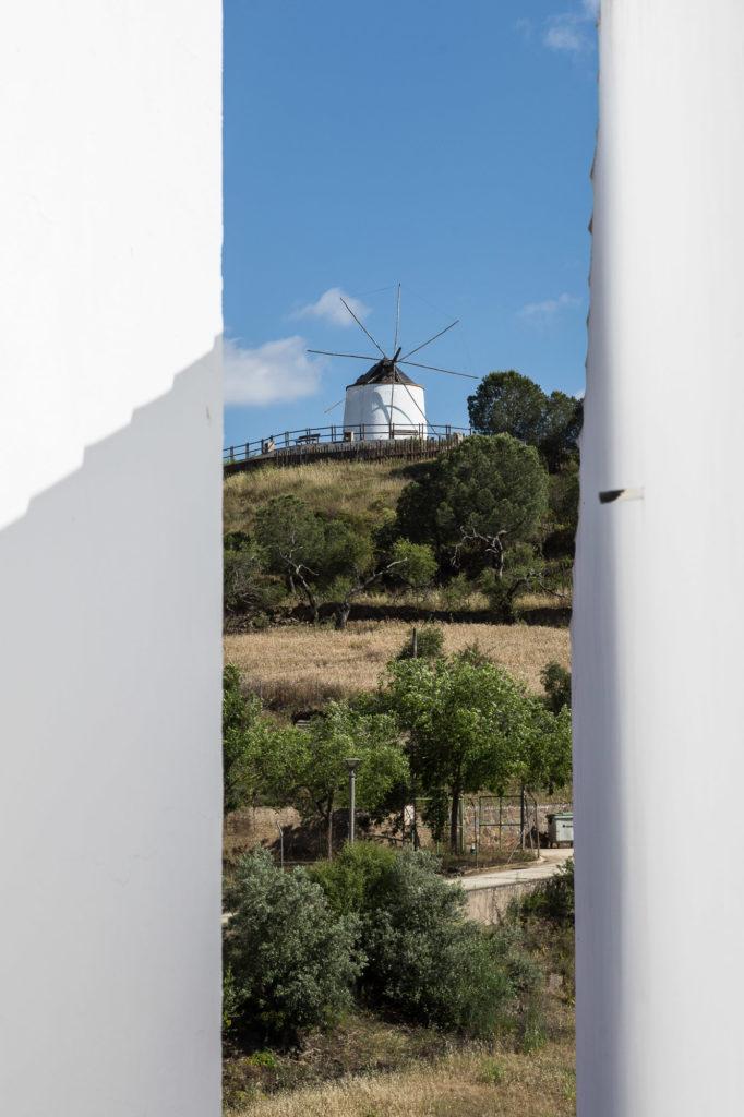 Teleobjetivo en fotografía de paisajes: Marco semiabierto