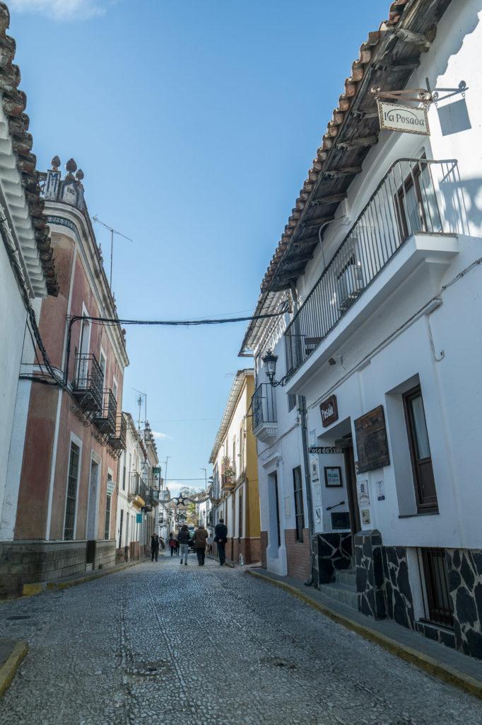 Calle tomada con gran angular