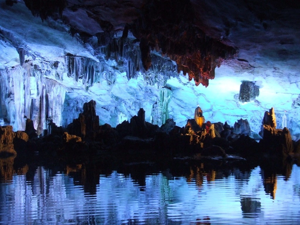 Cueva de la Flauta de la Caña. China
