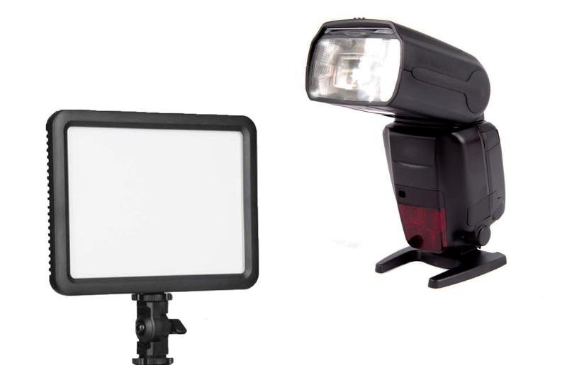 flashs VS panneaux LED