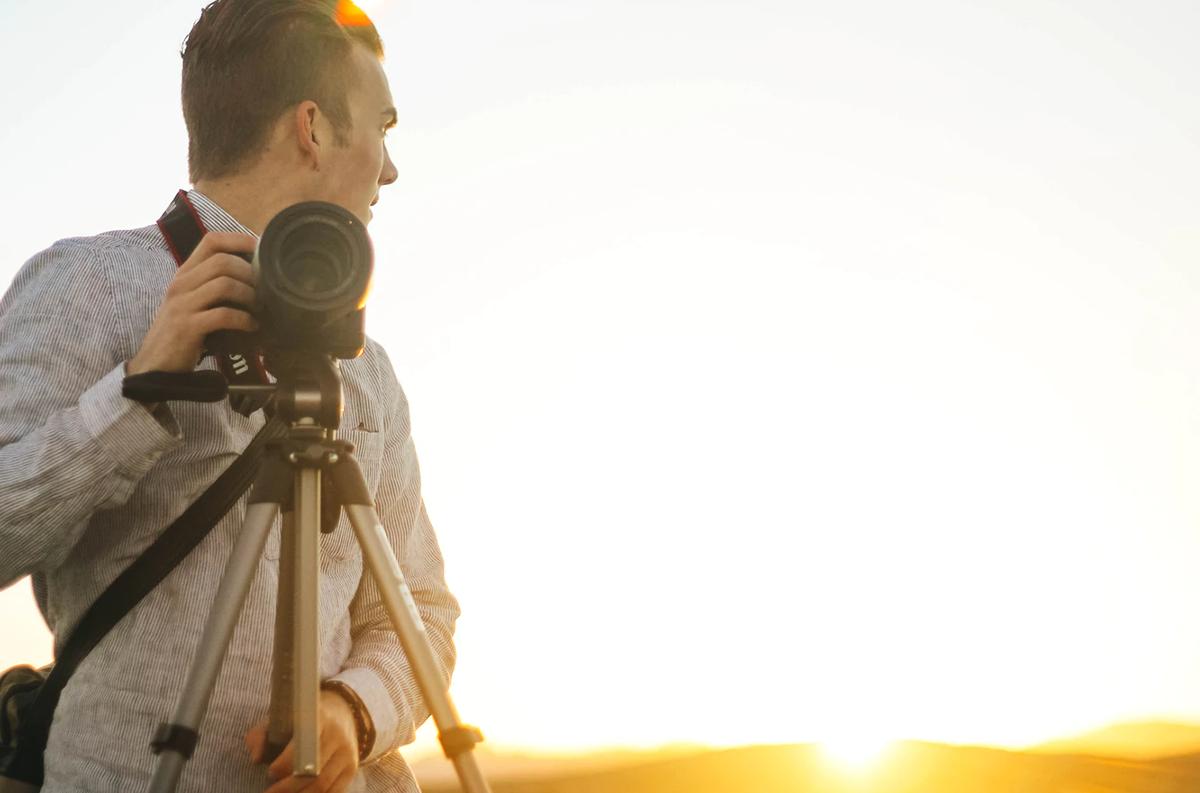 Un trípode es un accesorio básico para iniciarte en vídeo