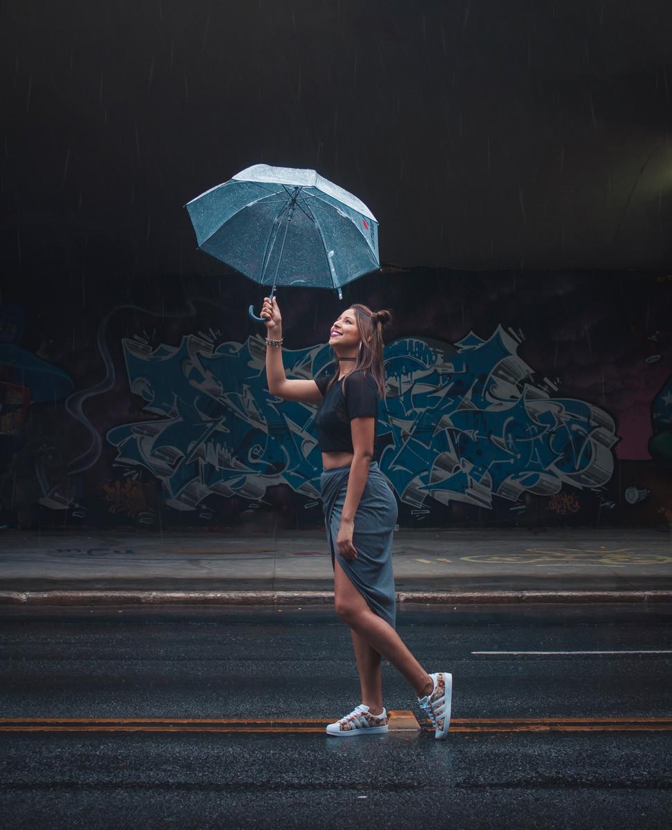 Faites des portraits avec des émotions pour photographier sous la pluie