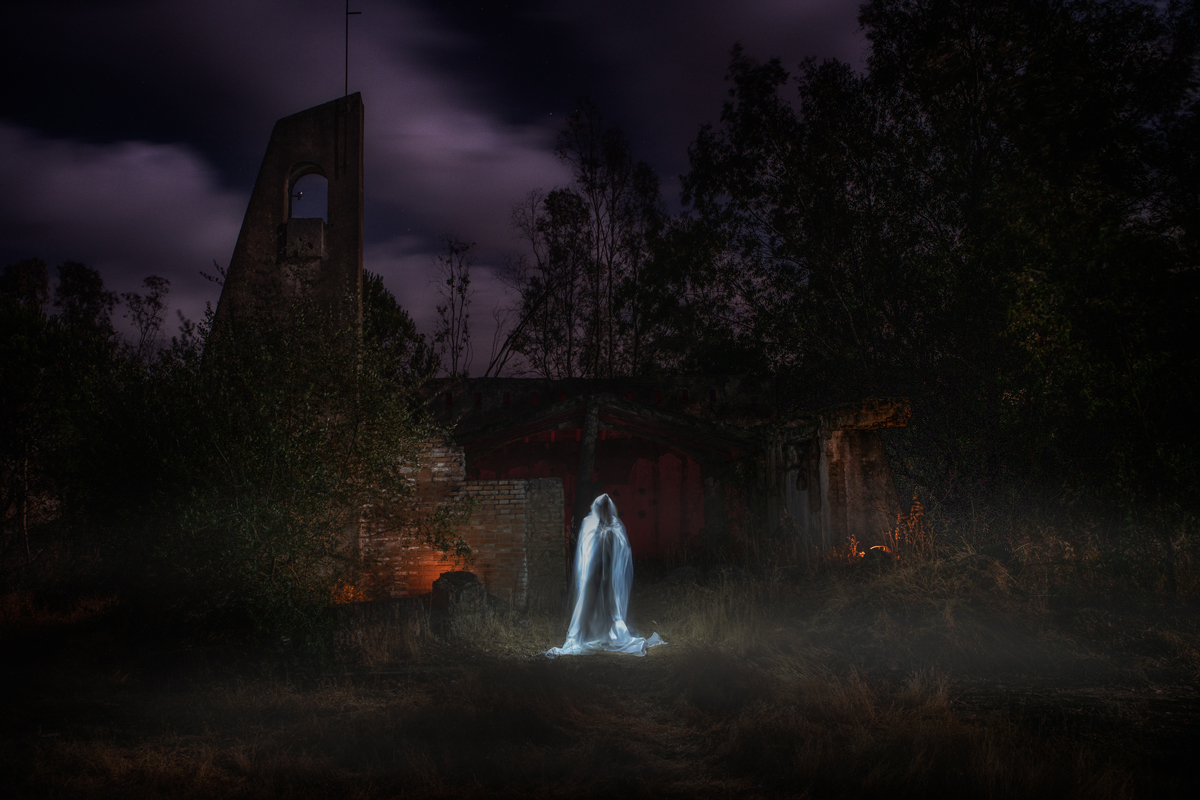 Consigue fantasmas usando el lightpainting para Halloween