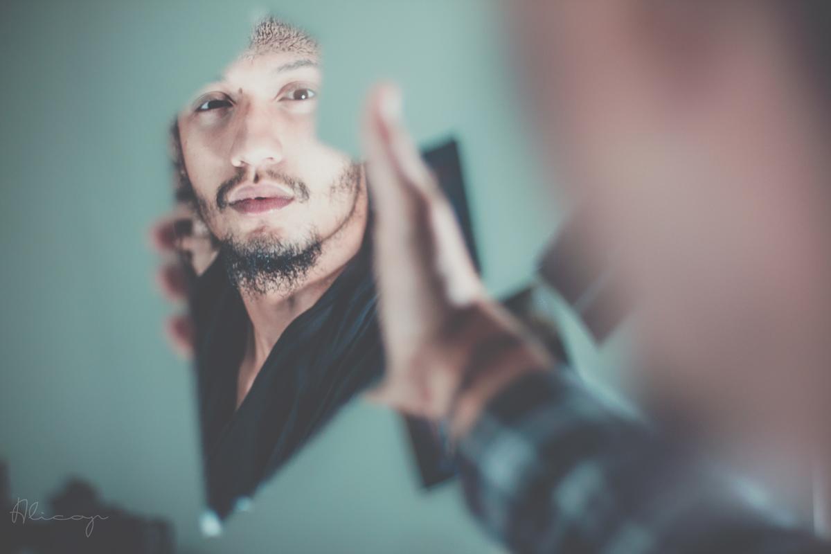 Retrato en un espejo roto