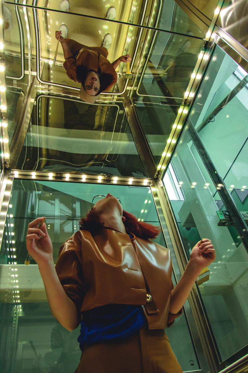 Retratos usando espejos en el ascensor