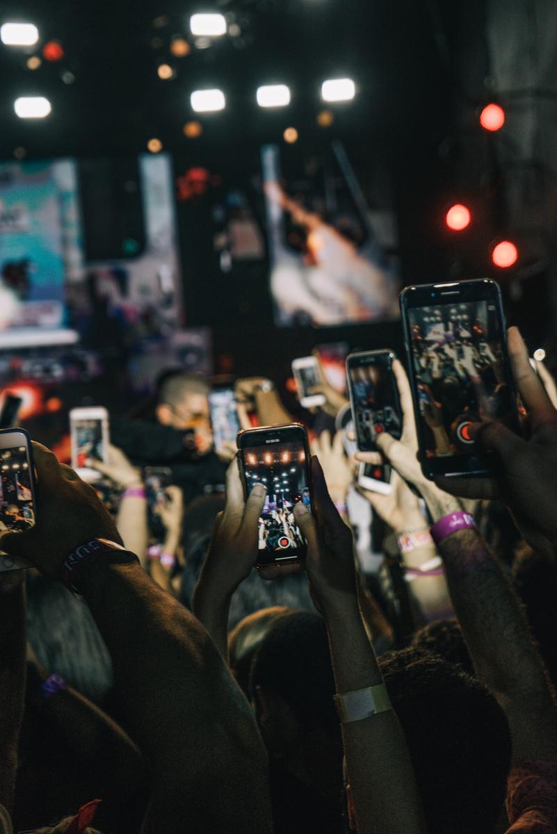 Muchos móviles grabando