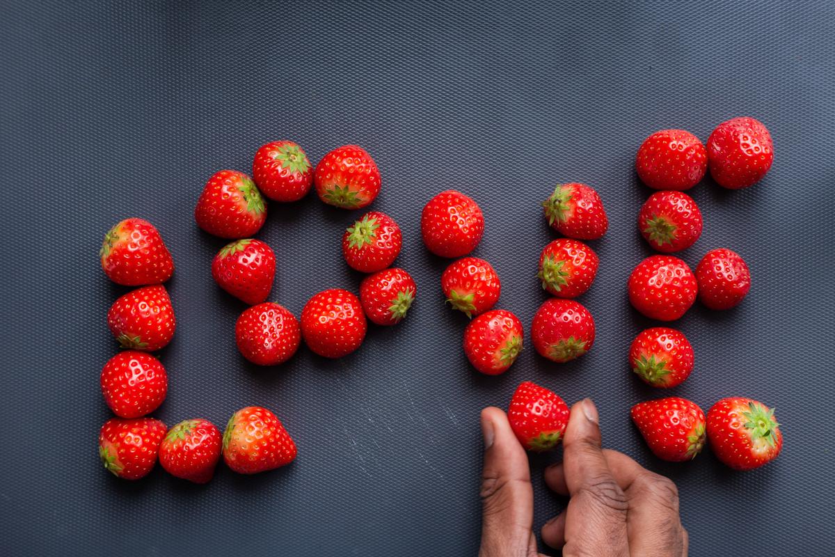 Haz lettering con comida de verano