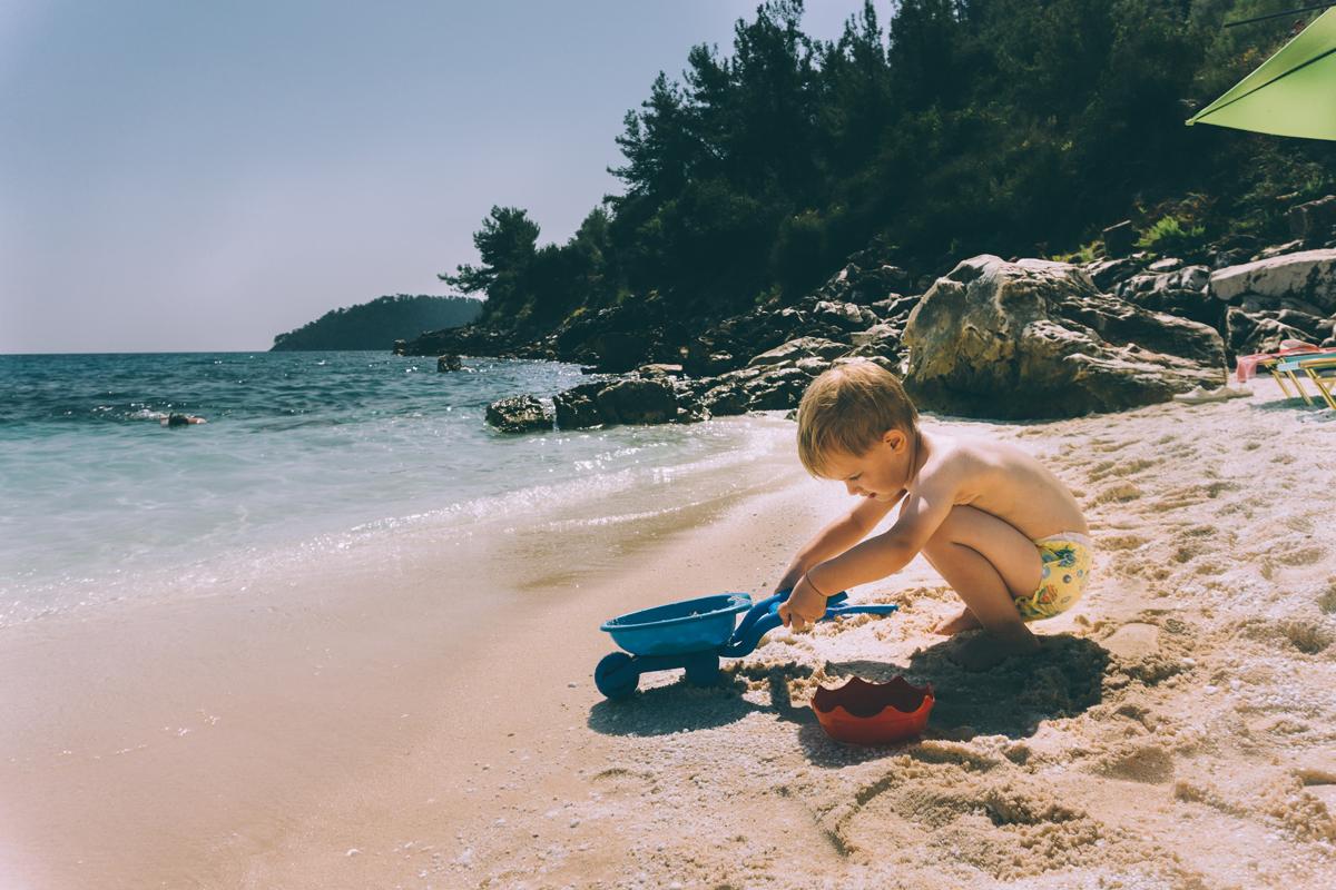 Haz fotos de tu bebé mientras juega en la playa