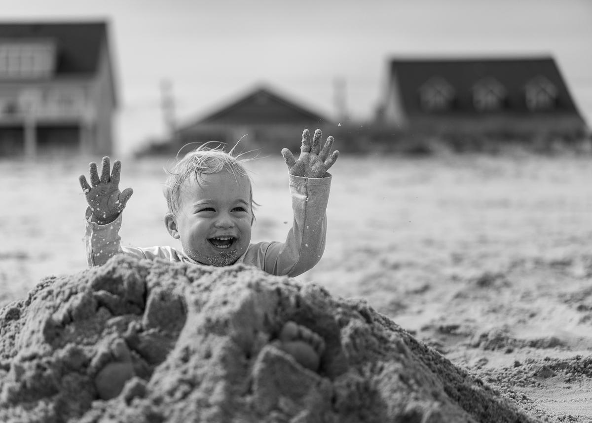 Haz fotos espontáneas de tu bebé en la playa