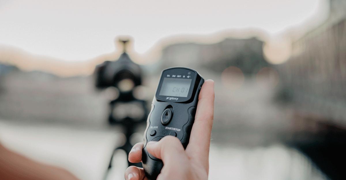 Al utilizar un trípode dispara la cámara a distancia