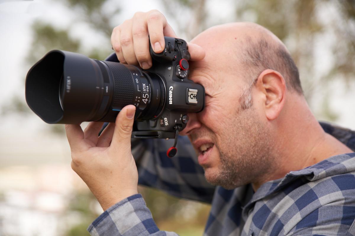 Personalmente me resulta muy cómodo enfocar con este Irix 45mm f/1.4