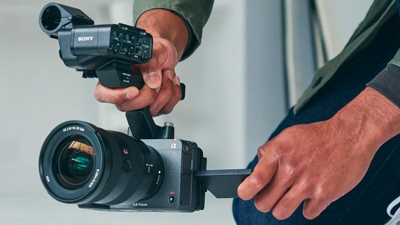 La Sony FX3 incluye un asa para accesorios