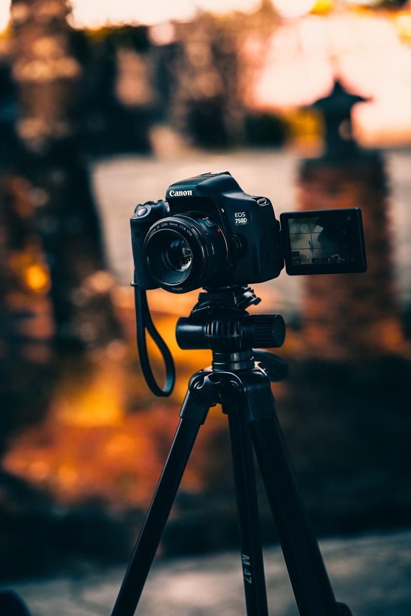 Para ajustarlas, primero instala tu cámara en un trípode