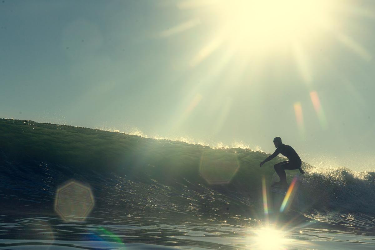 Lens Flare con un chico surfeando