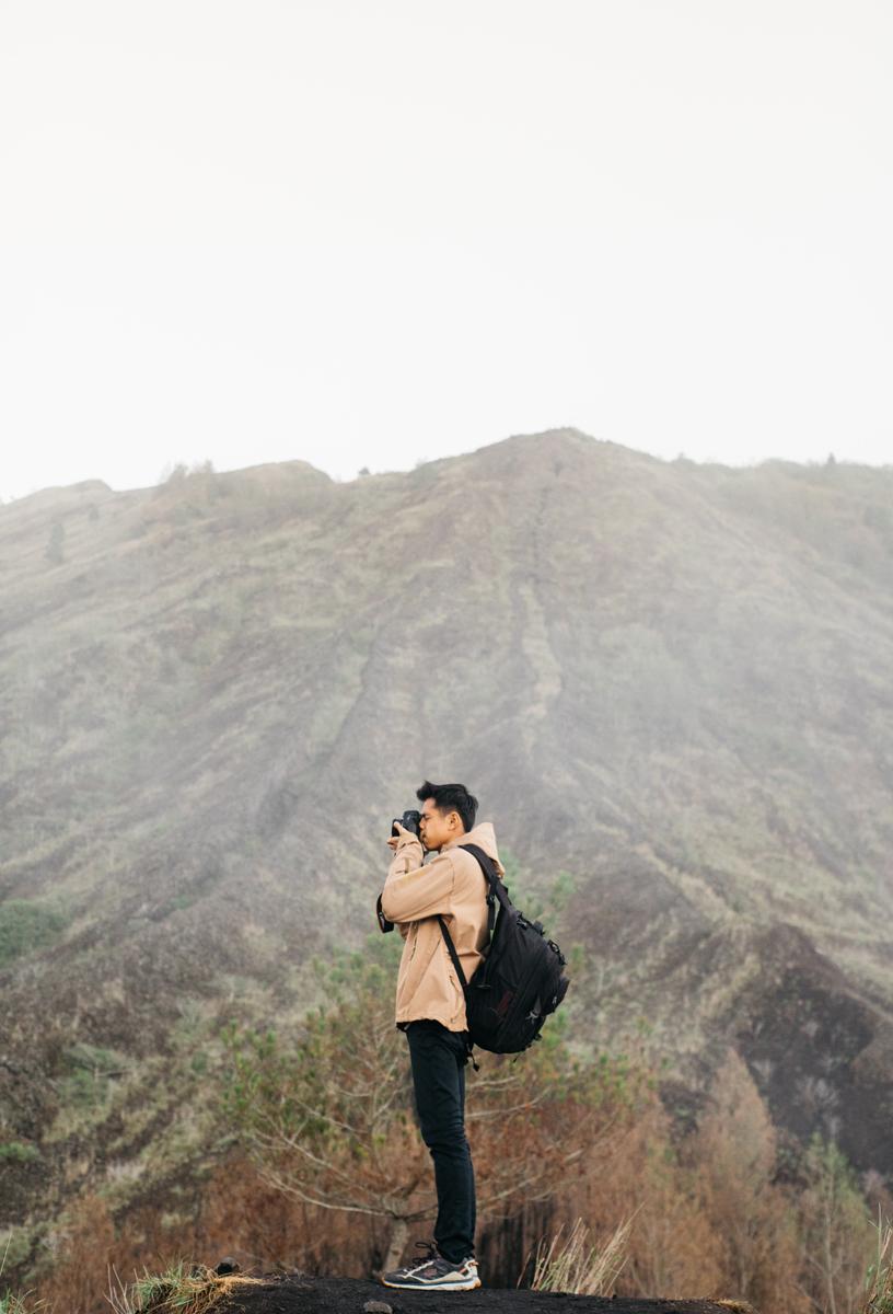 Fotógrafo de viajes capturando el paisaje