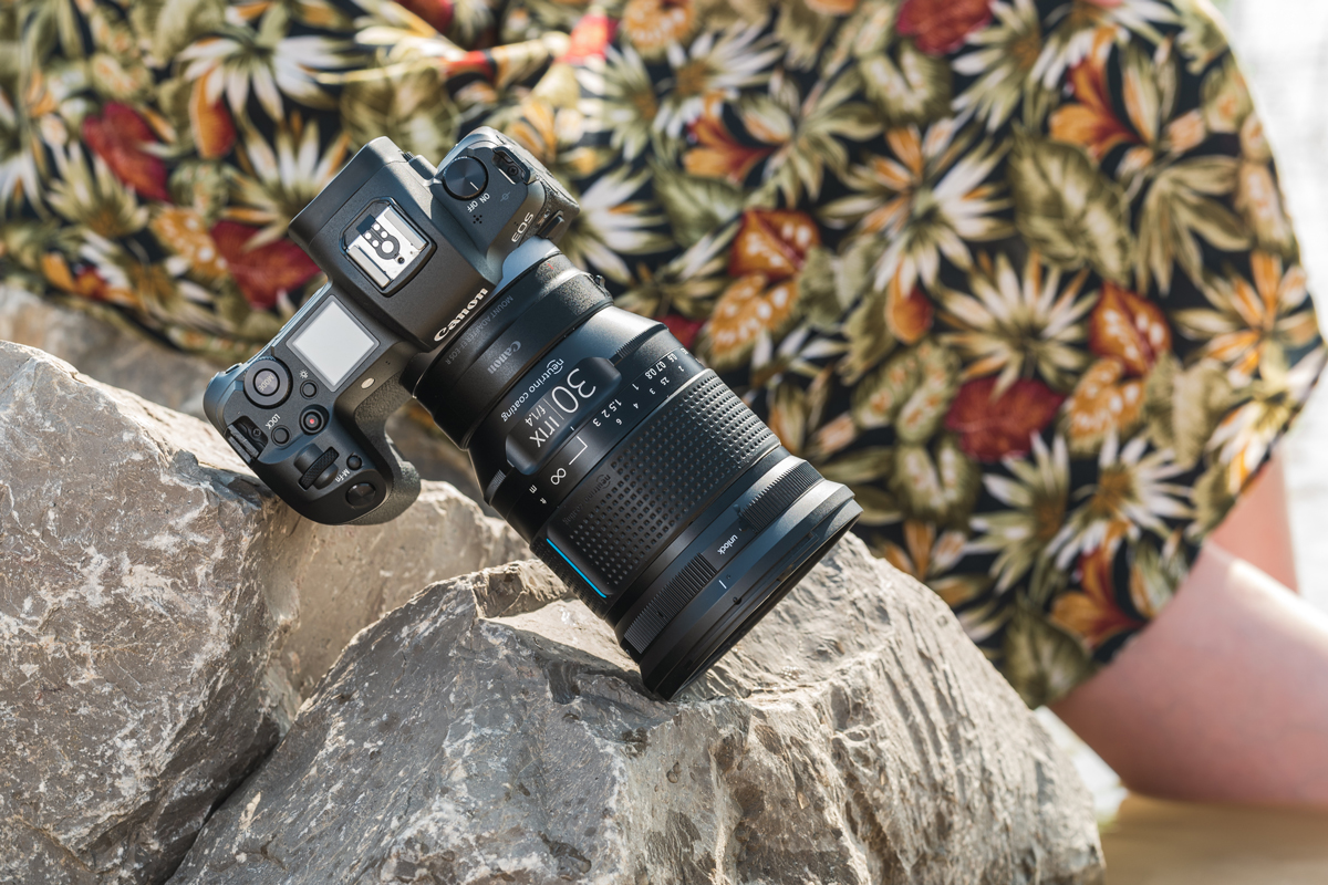 Irix 30mm f/1.4 Dragonfly: Con función de bloqueo de enfoque